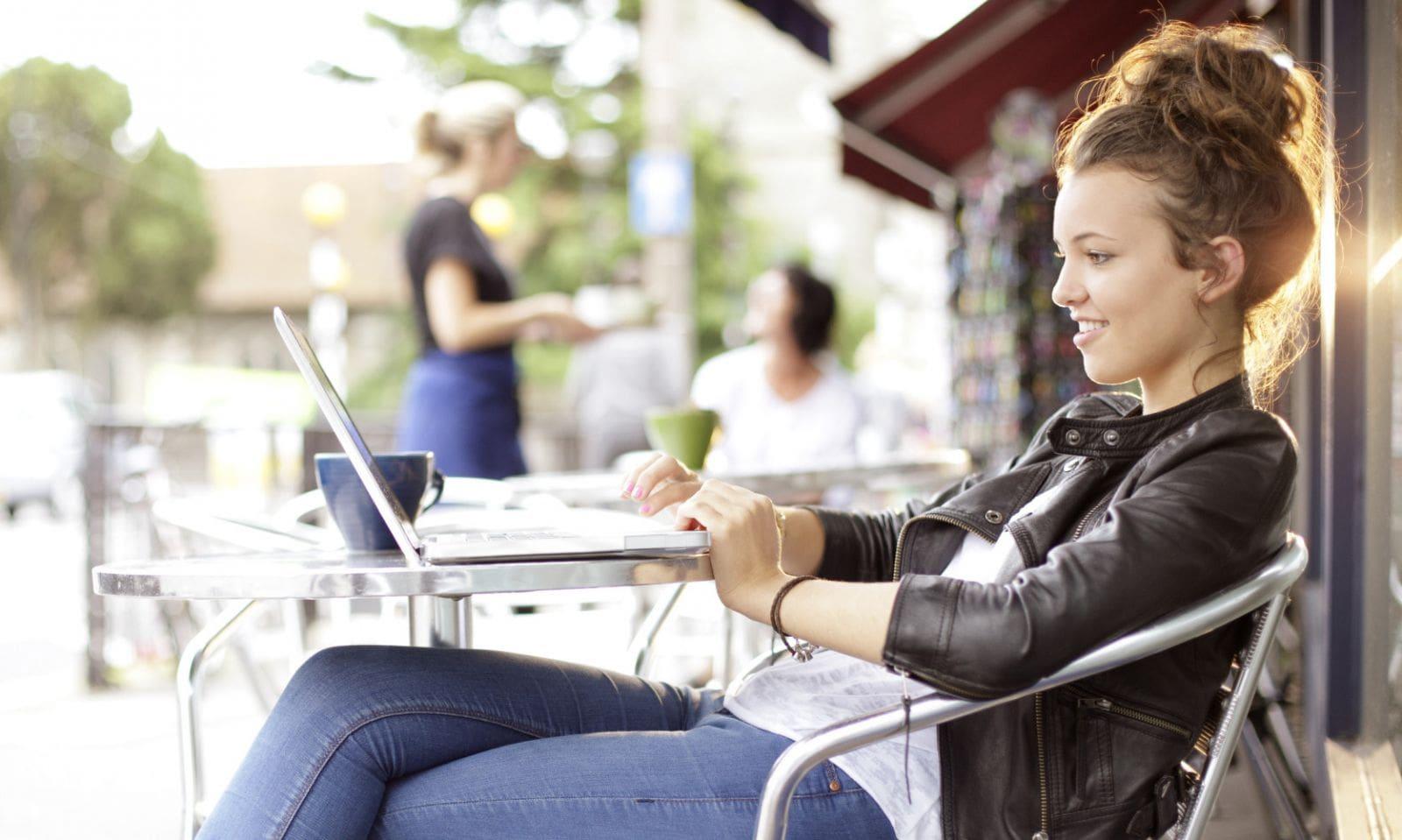 Tìm việc làm thêm online uy tín tại trang web nào?