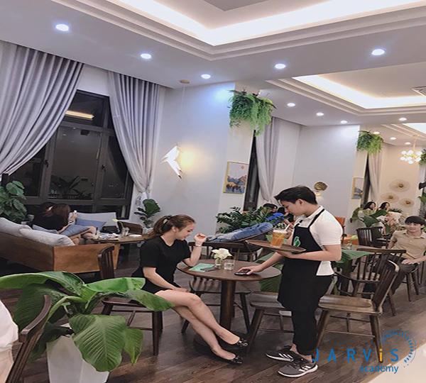 dịch vụ khách hàng rất quan trọng khi mở quán cafe