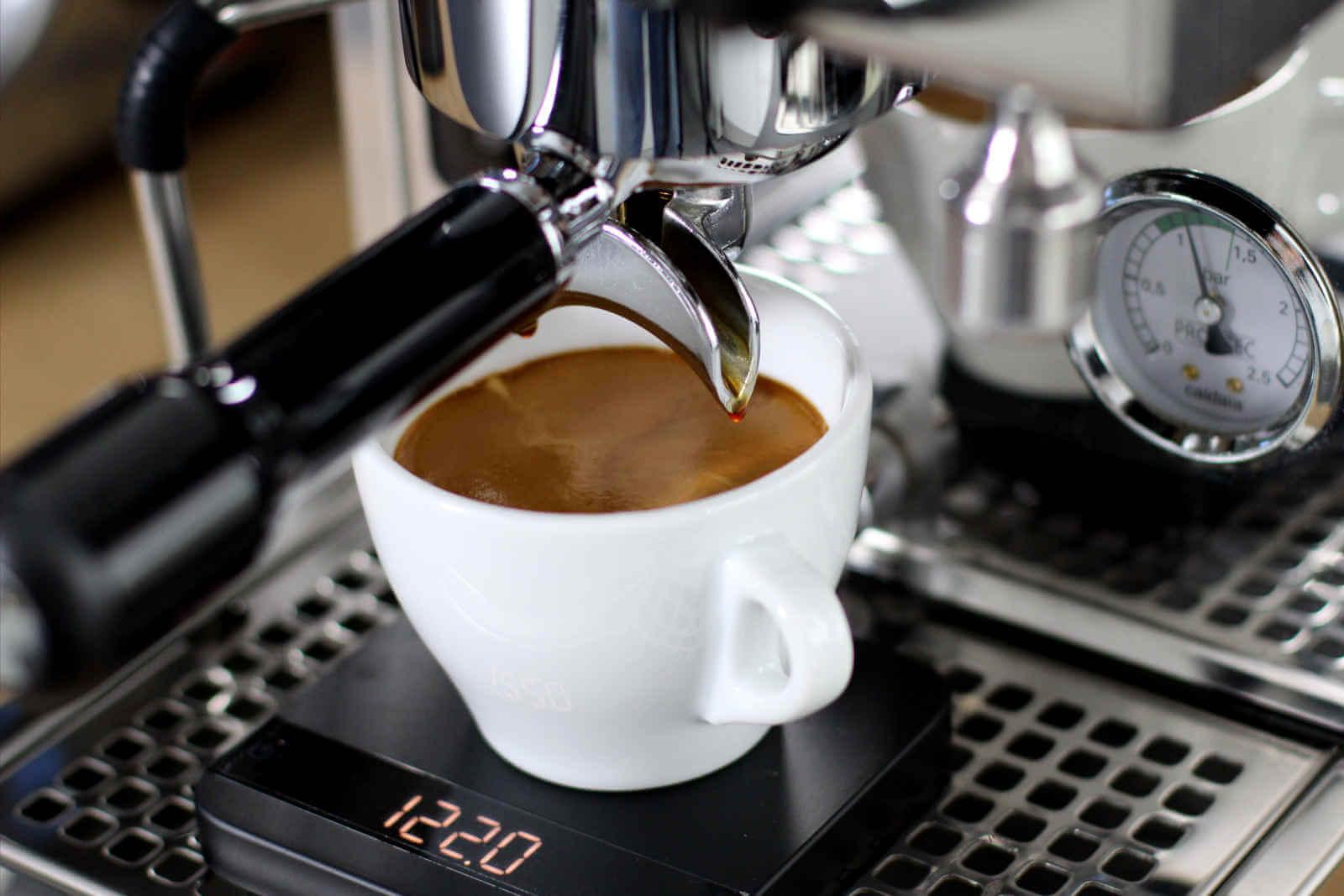 Café Americano là gì? Cách pha chế một cốc Café Americano chuẩn Barista  chuyên nghiệp