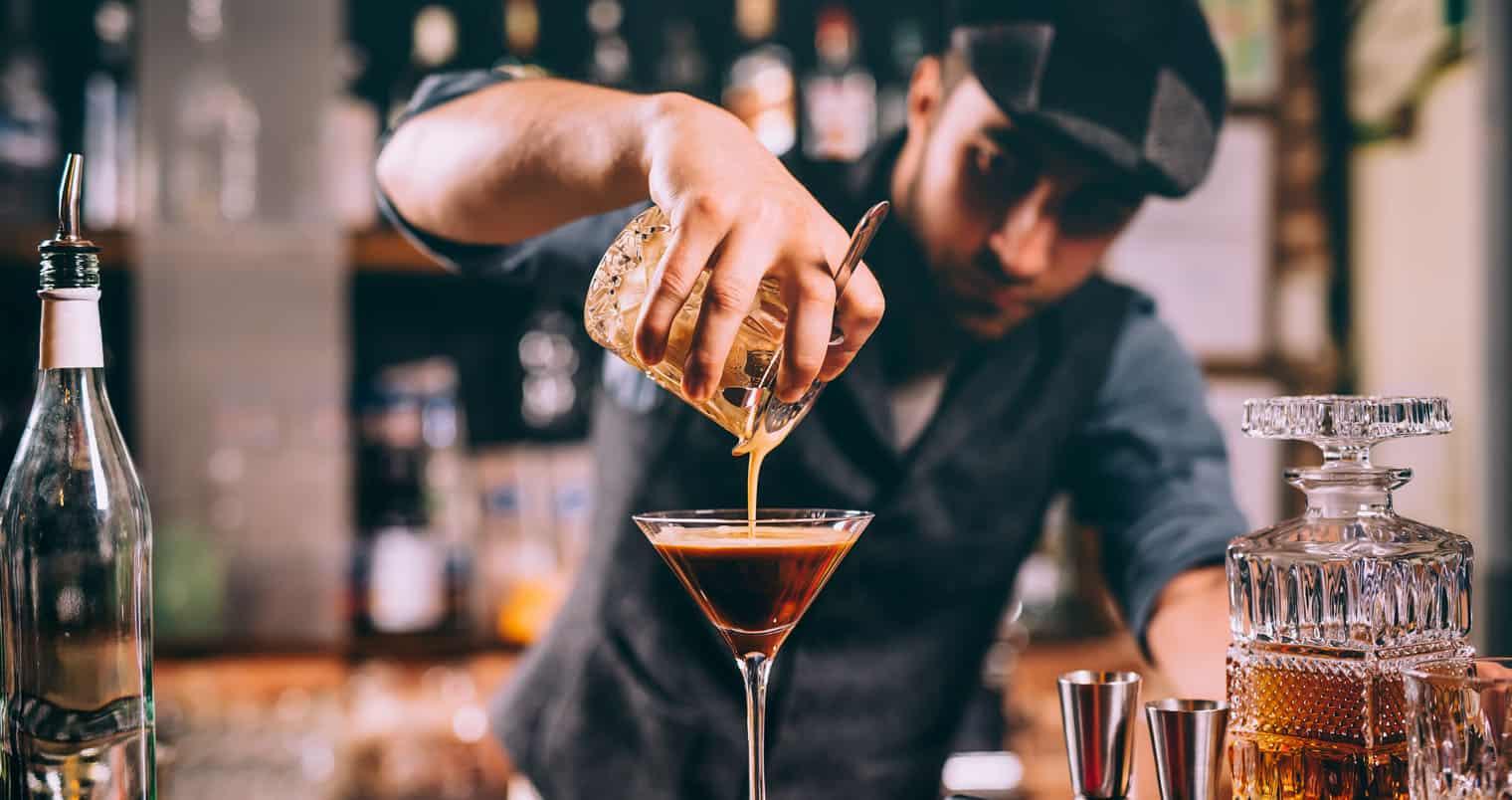 Nhân viên pha chế bartenderchuyên nghiệp